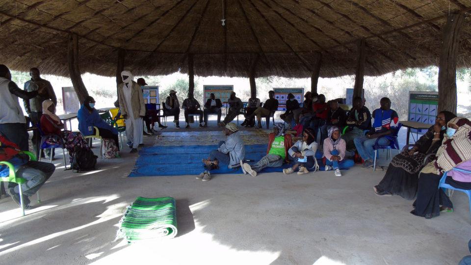 Vue d'un regroupement au boukarou d'accueil du Campement Dari. Crédits photo: Yacoub
